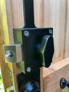 BL4409 from Borg Locks with a slam latch